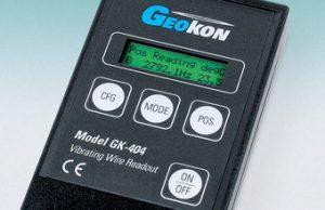 Xuất xứ: Geokon (Mỹ)  Máy đọc các loại cảm biến dây rung (nhiệt độ, áp lực thấm, áp lực nước lỗ rỗng, ứng suất bê tông, ứng suất cốt thép, đo khe co giãn..)